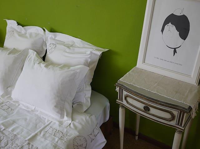 Cosy and colourful room in Faro - Faro - Apartment