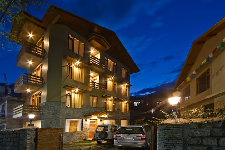 Lonchenpa B&B:Luxurious Room in th heart of Manali