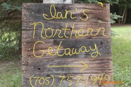 Ian's Northern Getaway B&B Master - Loring - Bed & Breakfast