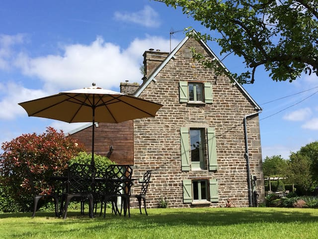 Luxury 3 bed gite,games room + pool - Le Mesnil-Garnier - House