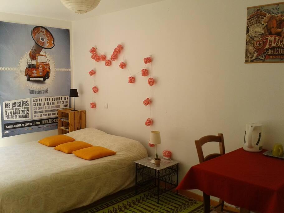 en plein coeur de millau chambres d 39 h tes louer millau languedoc roussillon midi. Black Bedroom Furniture Sets. Home Design Ideas