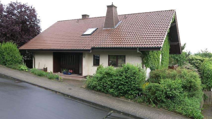 Zimmer Gartenblick - Künzell - Hus