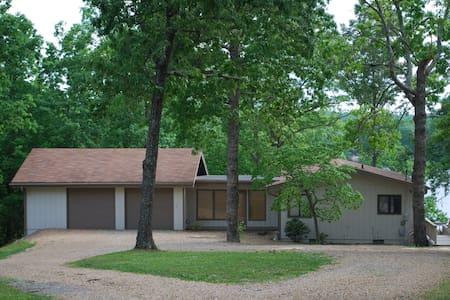 Lake Cottage Crossville Tn 38555 - Crossville - House