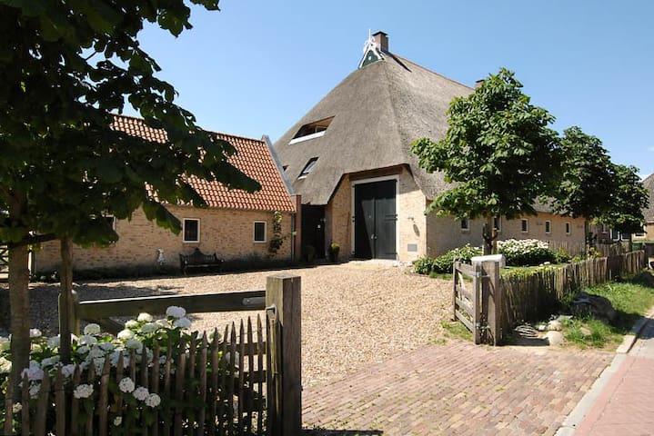Riante woonboerderij in Gaasterland - Sondel - Casa