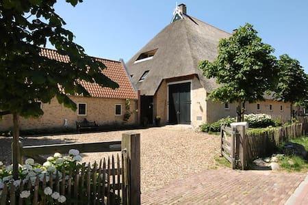 Riante woonboerderij in Gaasterland - Sondel