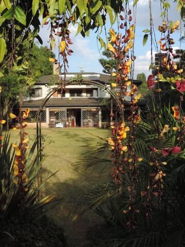 Sheilan Stud - A Tropical Heaven En suite
