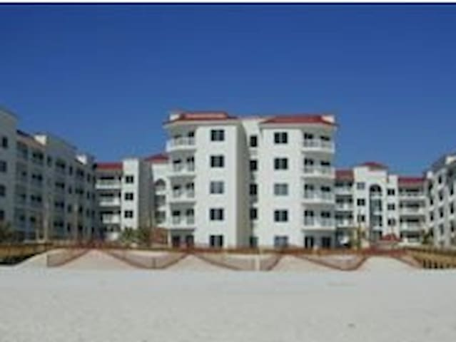 Secluded beach condo available July 4th week only