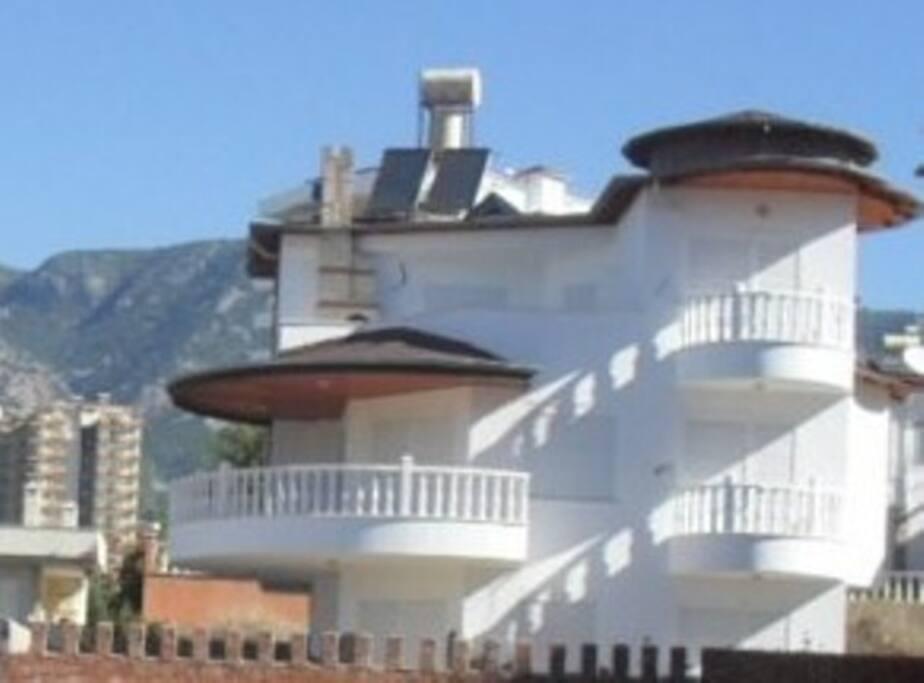 Alanya Villa Side view