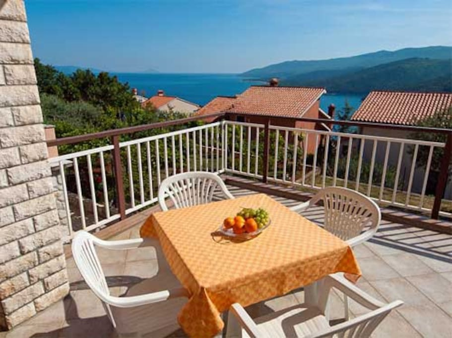 Terrace & sea view