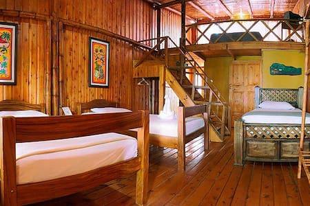 Habitación para familia o grupo - Alajuela - Bed & Breakfast