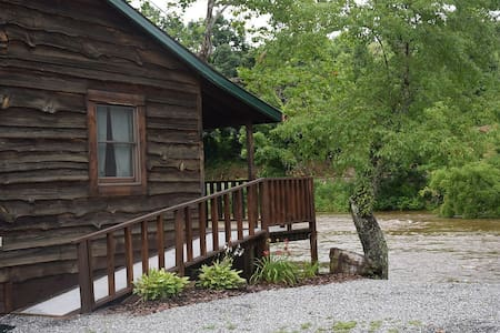 1 EXCLUSIVE DEAL!!! Riverfront cozy cabin w/FP - Sylva - Cabin
