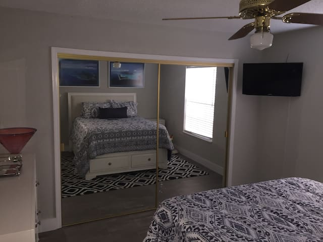 Guest Room w/Private Bath in a Lake Mary Condo