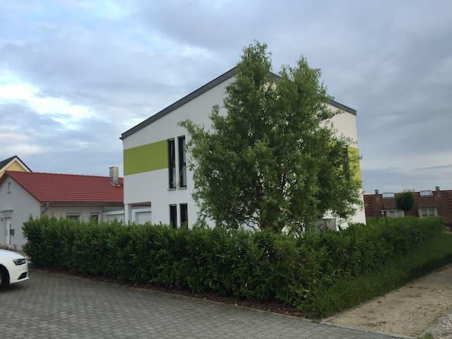 modernes, schönes Haus - Großheirath - Haus