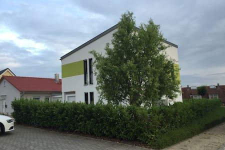 modernes, schönes Haus - Großheirath
