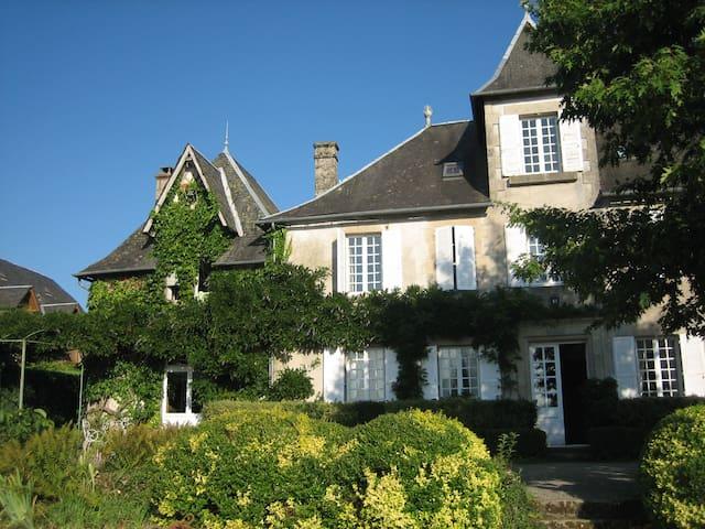 Maison d'hotes de Maury - Affieux - ปราสาท