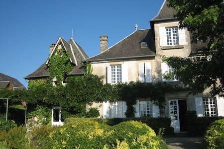 Maison de famille.....pour famille lieu dit Maury - Affieux