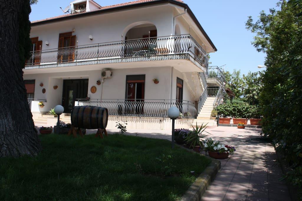 bed and breakfast athena garden villas louer mascalucia sicile italie. Black Bedroom Furniture Sets. Home Design Ideas