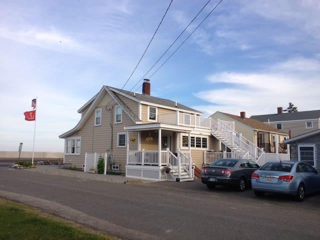 Ocean front open concept home. - Hampton - Haus