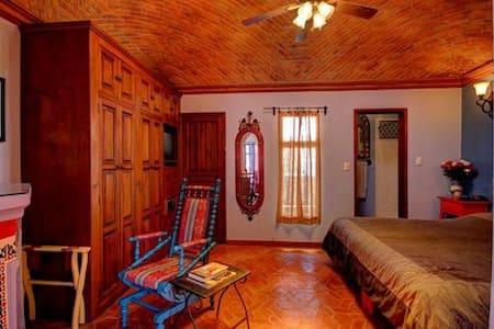 Top 20 San Pedro de los Pozos Vacation Rentals, Vacation Homes ...