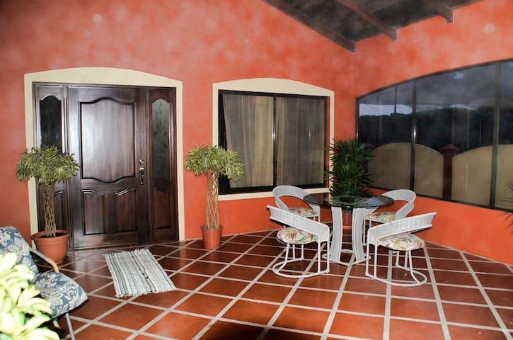 Comfy Mountain Casa near Airport, Poas, & La Paz - San Isidro de Grecia - Haus