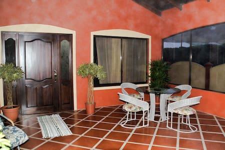 Comfy Mountain Casa near Airport, Poas, & La Paz - San Isidro de Grecia