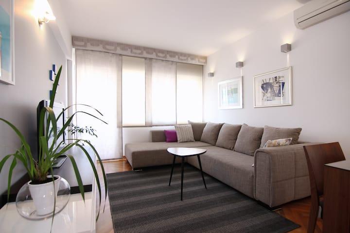 Split Viro Apartment - Modern & Cozy (NETFLIX)