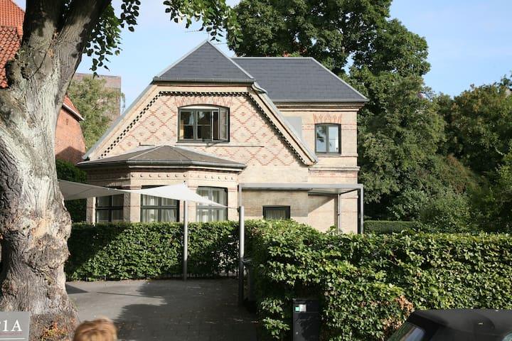 Liebhaver villa  in Central Cph. - Kööpenhamina - Talo