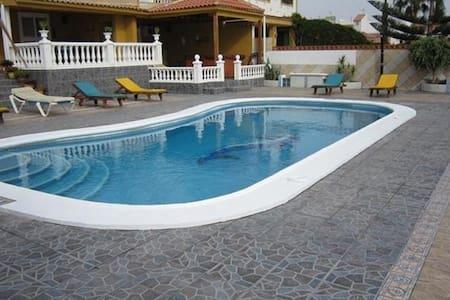 Villa with private pool - Las Galletas