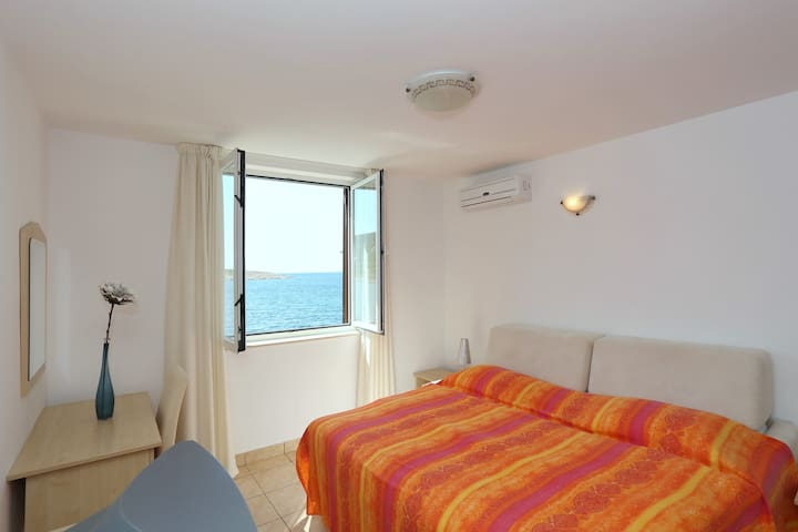Studio apartment Tamarix - seaview - Vinjerac - Villa