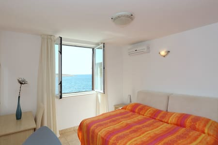 Studio apartment Tamarix - seaview - Vinjerac