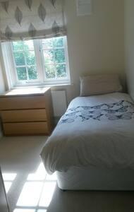 Comfortable single room - Isleworth - Isleworth