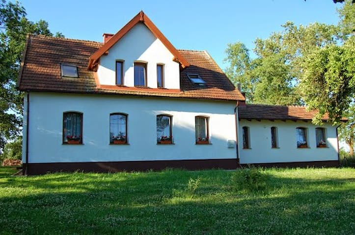Beautiful Home next to the forest. - Radzieje - Casa