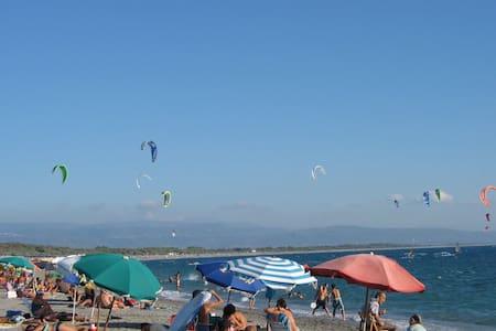 Mansarda con terrazzo vicino al mar - Gizzeria Lido - Huoneisto