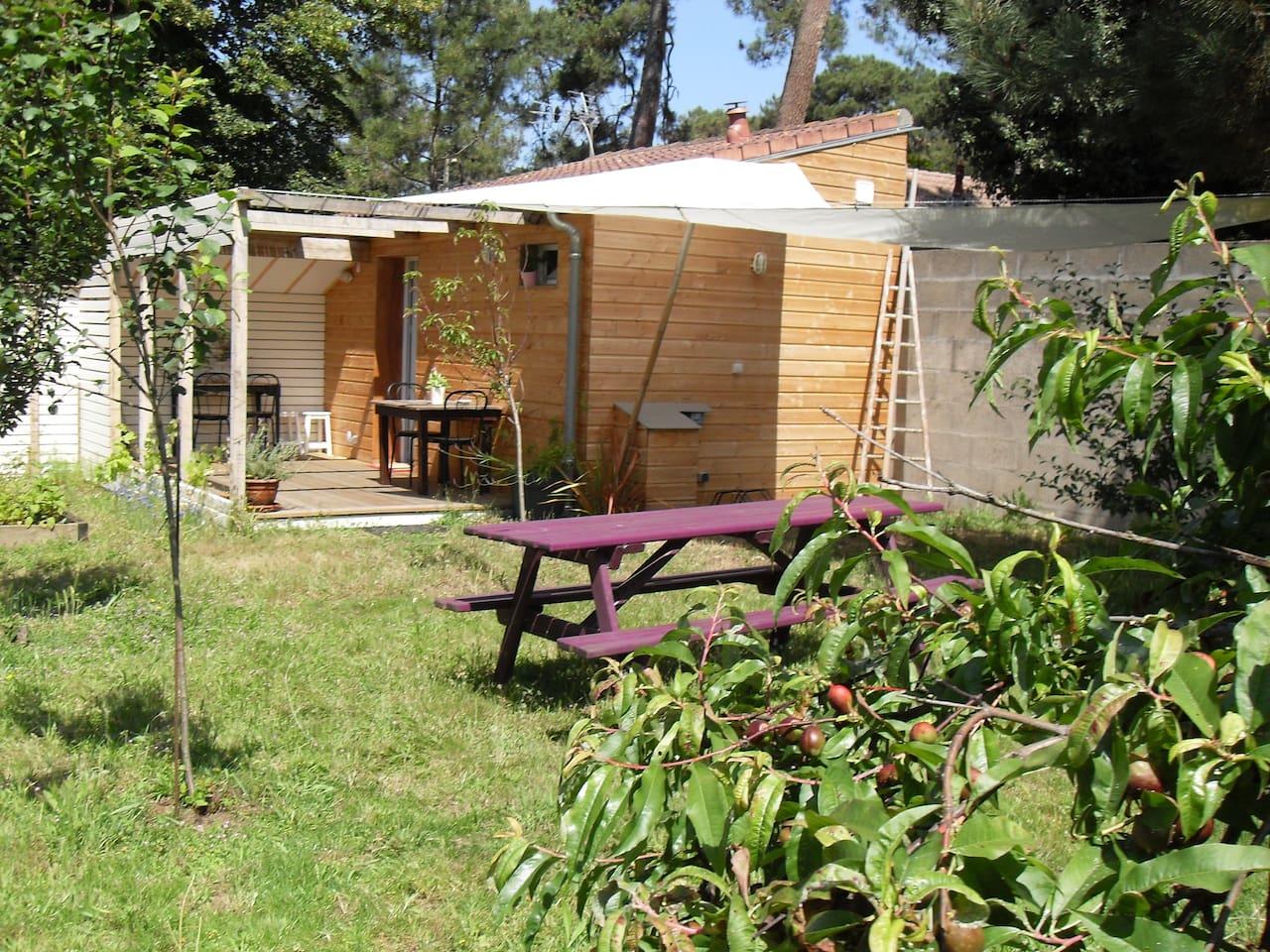 Jardin privatif orienté sud.