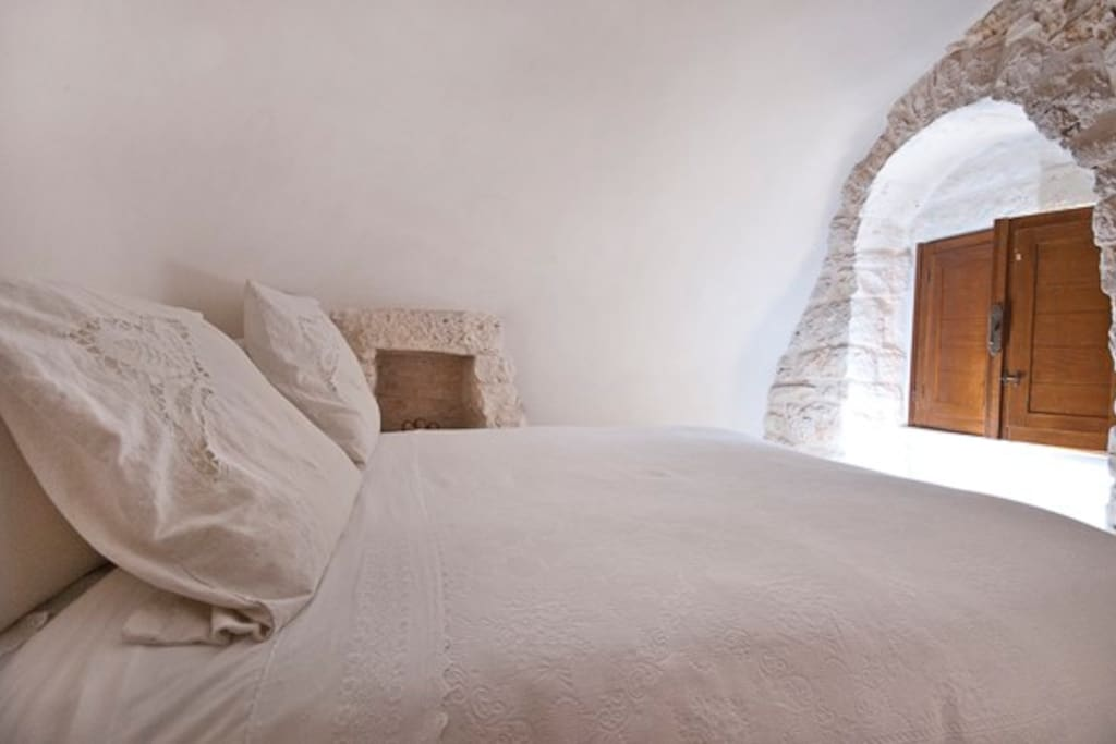 Bedroom re created into an alcove - Camera da letto ricavata in un' alcova