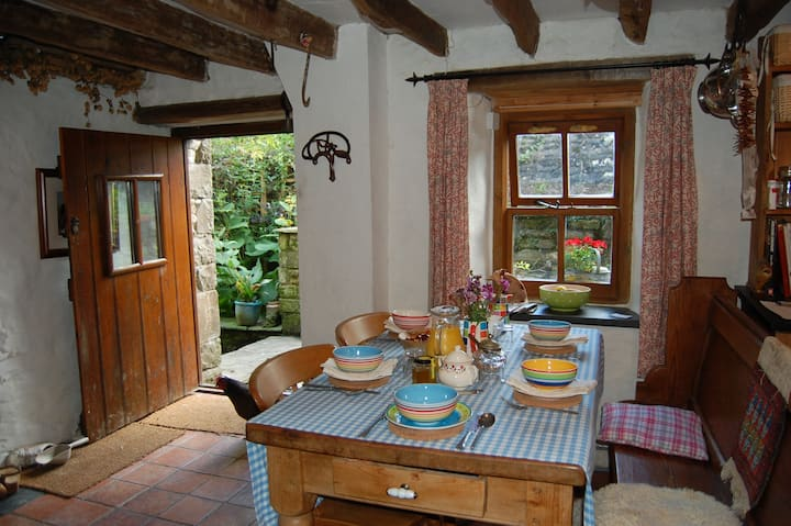 Simply perfect, delightful room in old watermill