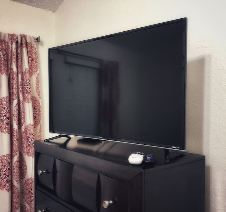 Smart TV with 200+ DirectTV Channels, Including HBO and ShowTime