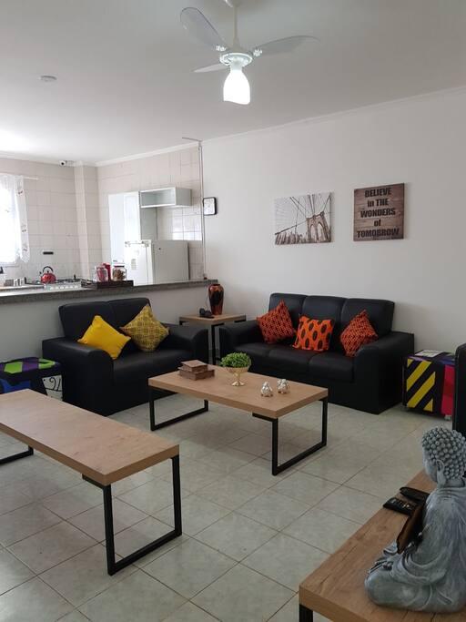 Sala de estar e cozinha compartilhada