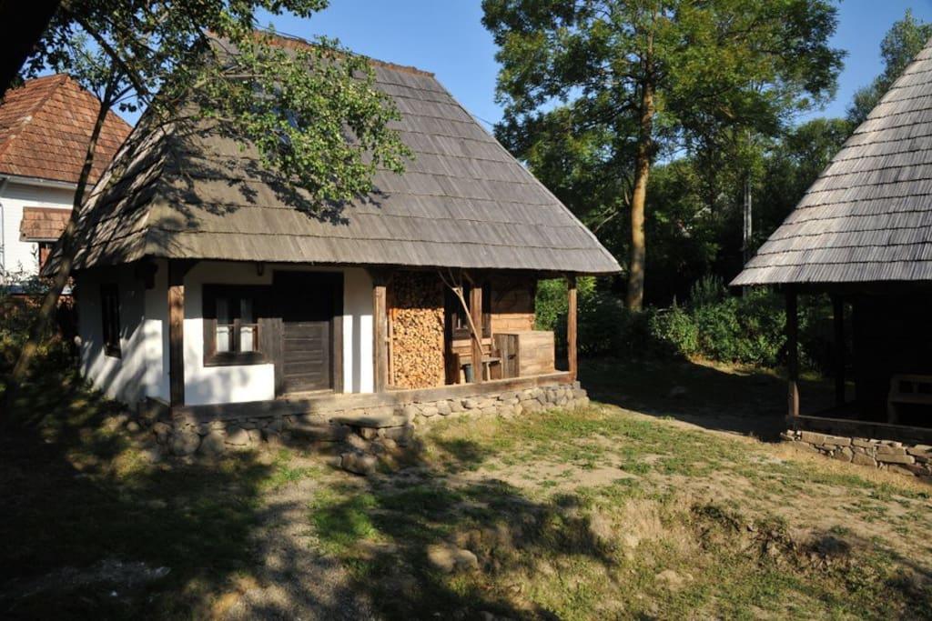 Casa mica houses for rent in hoteni maramures romania - Houses maramures wood ...