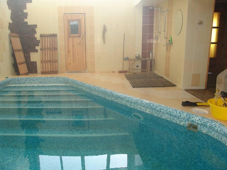 Бассейн расположен в бане