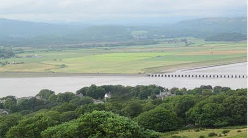 Victorian House on Kent Estuary - Arnside, Carnforth - Bed & Breakfast