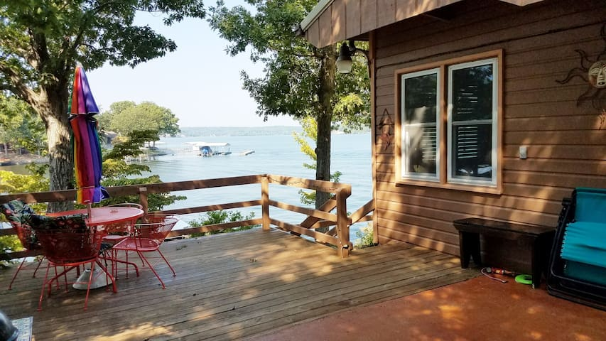 Cozy cabin getaway; wood stove, dock, view.