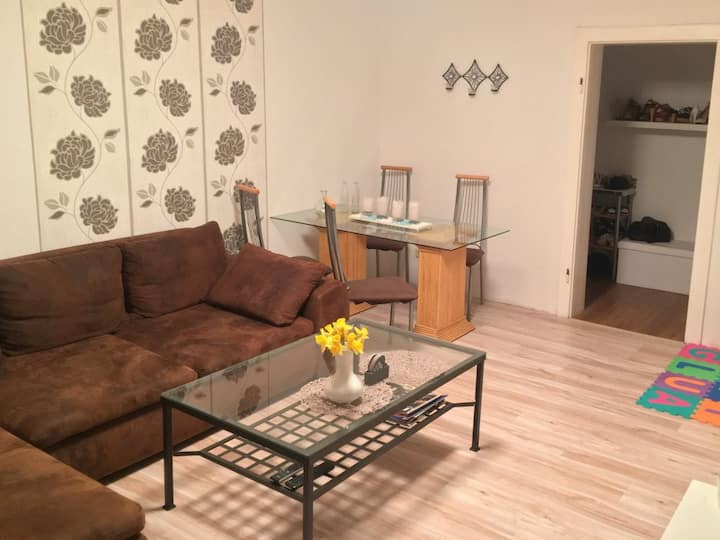 directly to the Fair in 10 min 2 Room Apartment