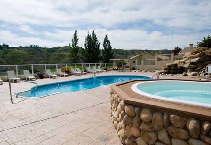 Vacation Condos at Paradise Canyon  - 5 Qn beds!!