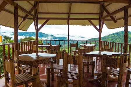 LODGE IN THE MOUNTAIN - Pacto