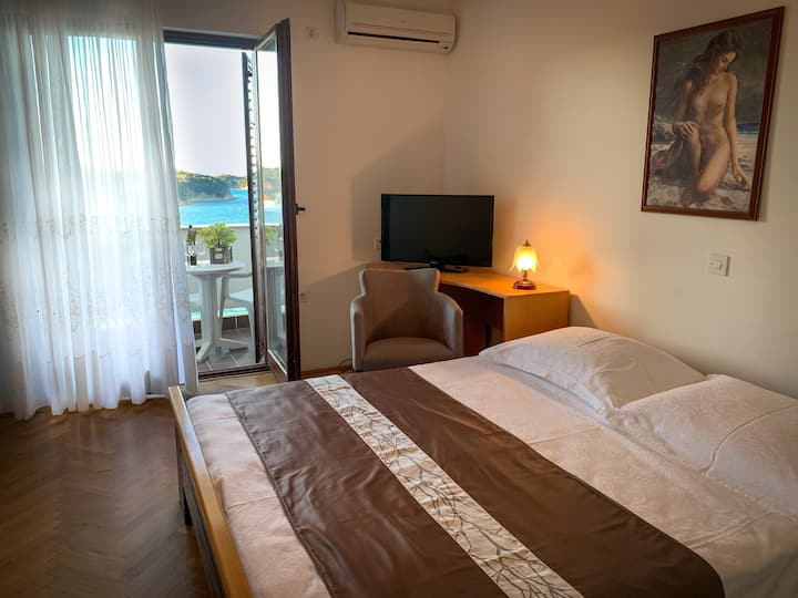Clasic Room B2 | Only 20 m away from sea and beach
