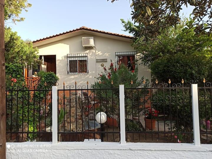 Εξοχική κατοικία με πανέμοφρο κήπο