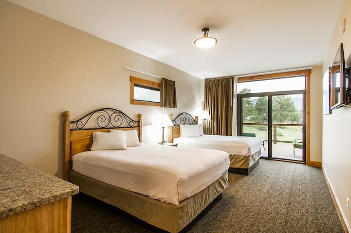 Spacious double Queen room