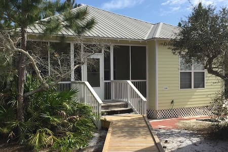 Alabama Beach Cottage by Seashore - Gulf Shores