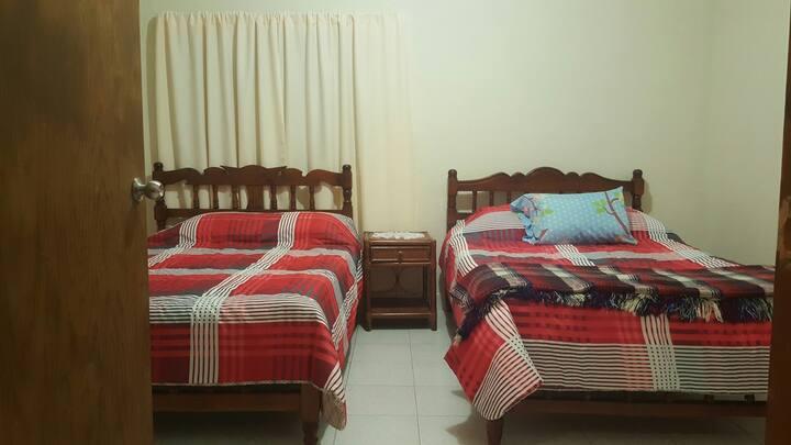 habitacion amplia en casa con espacios acogedores